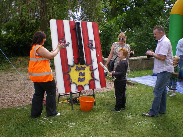 Events entertainment hire giant garden games hire leicester for Garden design game
